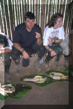 413_Ecuador_Jungle_Lunch_Me_and_Fish_02.jpg (64194 bytes)